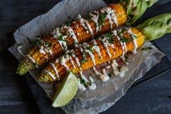 Очень вкусная зажаренная мексиканская мозоль с Chili, Cilantro, и известкой стоковое фото