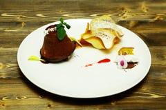 Очень вкусная испеченная булочка или пирожное стоковое изображение rf
