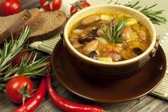 Очень вкусная домашняя кухня супа фасоли Стоковые Фотографии RF