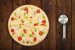 Очень вкусная пицца с цыпленком и резцом близко Стоковые Фото