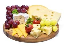 Очень вкусная плита сыра с различными видами сыра Стоковые Изображения RF