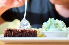 Очень вкусная радуга льда, пирожное, торт, ванильная сливк и банан в празднике, отборном фокусе Стоковая Фотография RF