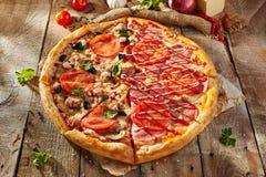 Очень вкусная свежая пицца Стоковые Изображения