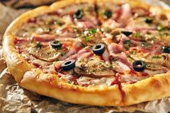 Очень вкусная свежая пицца Стоковое Фото