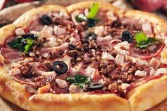Очень вкусная свежая пицца Стоковая Фотография RF