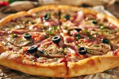 Очень вкусная свежая пицца Стоковые Изображения RF