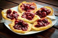 Очень вкусная сладостная еда на коричневой деревянной предпосылке Стоковые Изображения RF