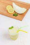Очень вкусная дыня smoothie коктеиля с мятой стоковое изображение rf