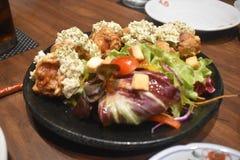 Очень вкусная японская кухня на японском ресторане стоковая фотография rf