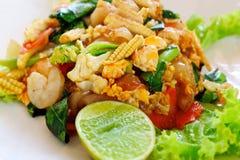 Очень вкусное блюдо зажаренных лапшей с креветками Стоковые Фото