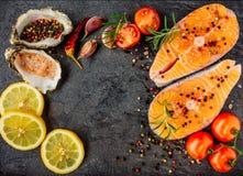 Очень вкусное взгляд сверху salmon стейка стоковое фото