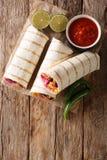 Очень вкусное зажаренное мексиканское буррито vegan с рисом, фасолями, мозолью, стоковое изображение