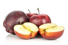Очень вкусное свежего сырцового яблока красно- изолированное на белизне Стоковое фото RF