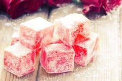 Очень вкусное турецкое наслаждение с розовым цветком стоковая фотография