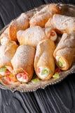 Очень вкусное cannoli сладостных кренов с сливк сыра и candied frui Стоковое фото RF