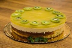 Очень вкусной торт испеченный помадкой с плодоовощ Стоковые Изображения RF