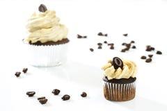 Очень вкусные белые ванильные пирожные с кофе Стоковые Изображения