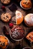 Очень вкусные булочки шоколада, круассаны и темный шоколад соединяют Стоковое Изображение RF