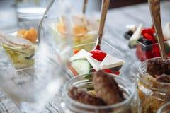 Очень вкусные закуски в стекле catering стоковые фото