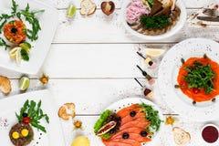 Очень вкусные закуски на белой таблице, открытом космосе Стоковая Фотография RF