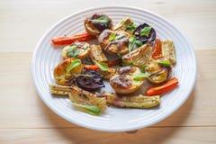 Очень вкусные испеченные овощи на пергаменте Стоковое Изображение RF