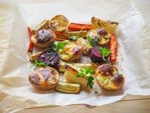 Очень вкусные испеченные овощи на пергаменте Стоковое Изображение