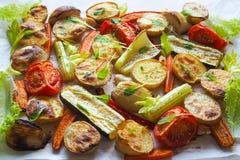 Очень вкусные испеченные овощи на пергаменте Стоковая Фотография RF