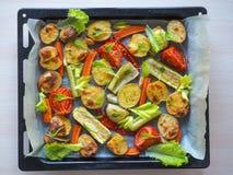 Очень вкусные испеченные овощи на пергаменте Стоковые Изображения RF