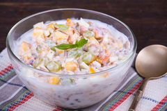 Очень вкусные и здоровые granola или muesli, с сериями сухих плодоовощей, гаек, ягод и зерен стоковое изображение