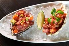 Очень вкусные красные рыбы в раковинах моллюска С jpg лимона и известки Стоковые Фото