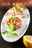 Очень вкусные красные рыбы в раковинах моллюска С jpg лимона и известки Стоковые Фотографии RF