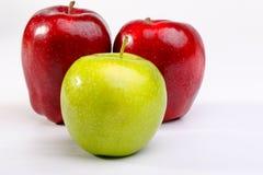 Очень вкусные красные яблоки и бабушка Смит Яблоко Стоковое Изображение RF