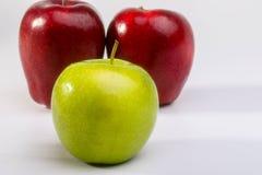 Очень вкусные красные яблоки и бабушка Смит Яблоко Стоковое Изображение