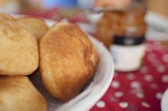 Очень вкусные домодельные donuts в шаре Стоковые Фото