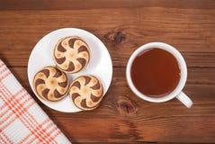 Очень вкусные печенья и чашка чаю Стоковая Фотография RF