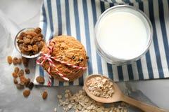 Очень вкусные печенья овсяной каши с изюминками и стеклом Стоковое Изображение