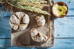 Очень вкусные плюшки с всеми зернами для завтрака Стоковое Фото