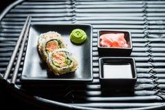 Очень вкусные суши с wasabi и соевым соусом стоковая фотография