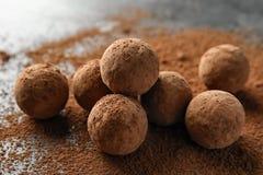 Очень вкусные сырцовые трюфеля шоколада стоковое фото