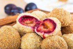 Очень вкусные сладостные вареники сливы Стоковое фото RF