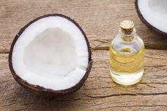 Очень вкусные части кокоса на таблице Стоковая Фотография RF