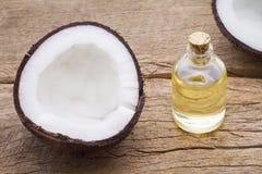 Очень вкусные части кокоса на таблице Стоковые Фото