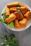 Очень вкусные части кудрявых зажаренных рыб Стоковое Изображение