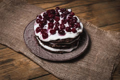 Очень вкусные шоколадные торты на конце-вверх таблицы Стоковое фото RF