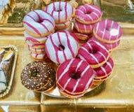 Очень вкусные donuts в магазине торта Стоковое Изображение RF