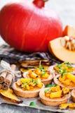 Очень вкусные tartlets с испеченными тыквой и циннамоном меда на Руси Стоковая Фотография
