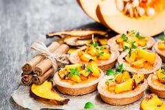 Очень вкусные tartlets с испеченными тыквой и циннамоном меда на Руси Стоковое Изображение RF
