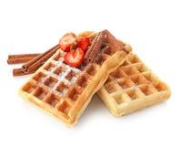 Очень вкусные waffles циннамона при изолированная клубника Стоковая Фотография RF