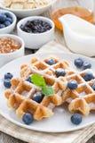 Очень вкусные waffles для завтрака, вертикальные Стоковые Изображения RF