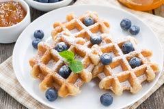 Очень вкусные waffles для завтрака, взгляд сверху Стоковая Фотография RF